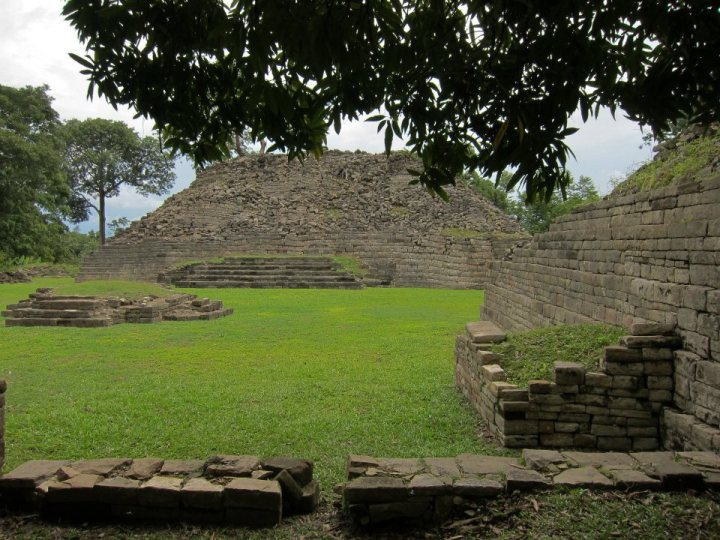 Mayan ruins at Lubantuun