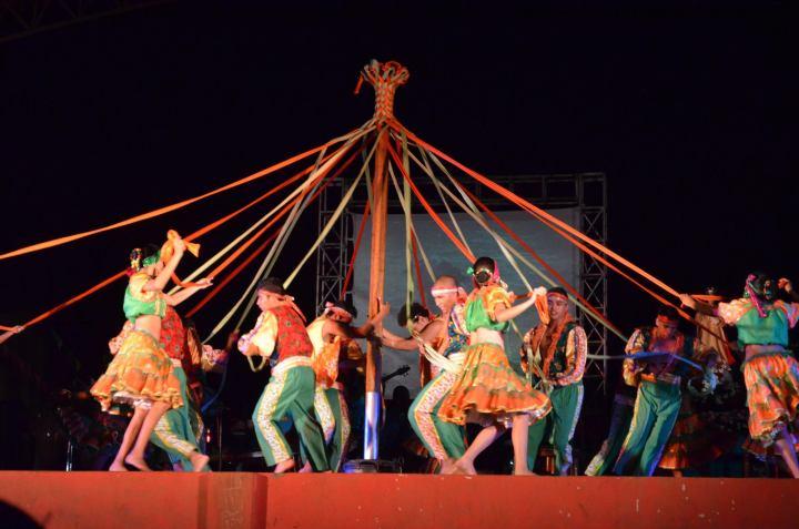 maypoledancers